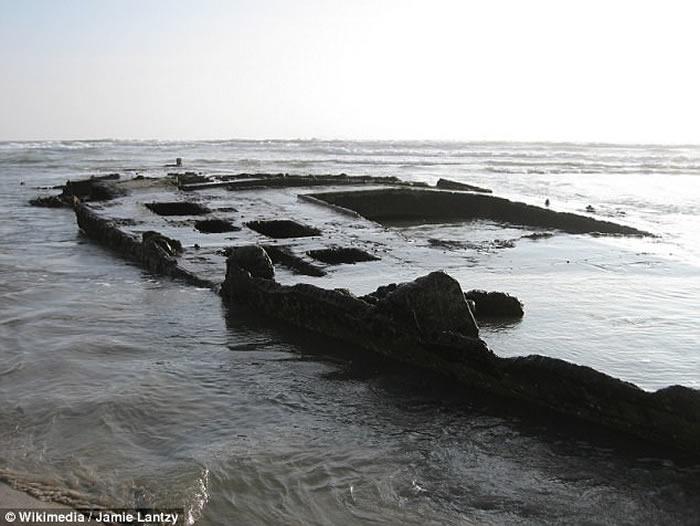 美国加州海岸发现疑似鬼船