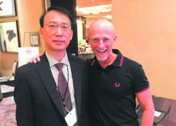 任晓平(左)早前证实卡纳韦罗(右)所言,在人尸上施行换头手术实验成功。