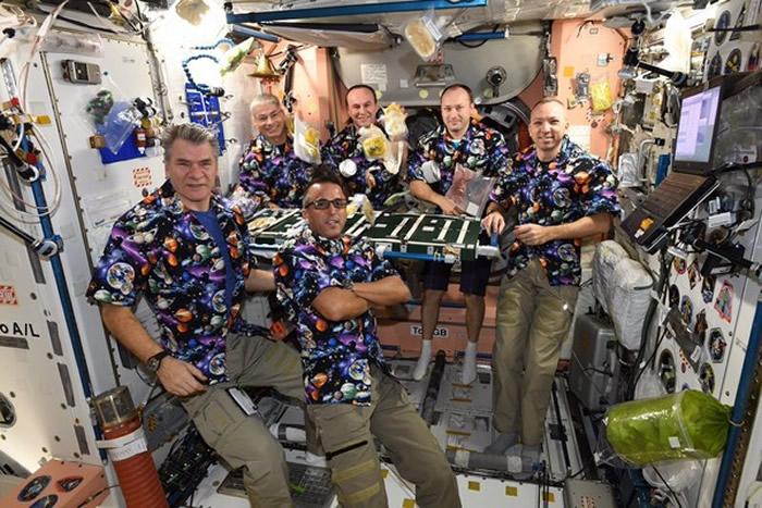 国际空间站宇航员的感恩节大餐:袋装火鸡肉和马铃薯