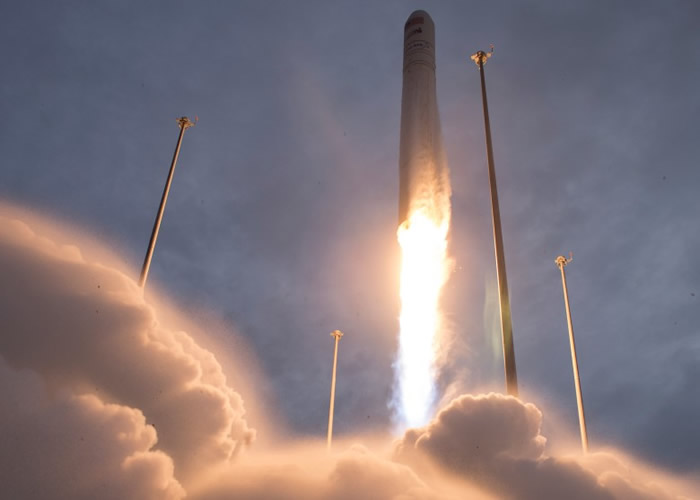 """美国航天设备制造商ATK利用补给船为国际空间站上的6位宇航员""""送外卖"""""""