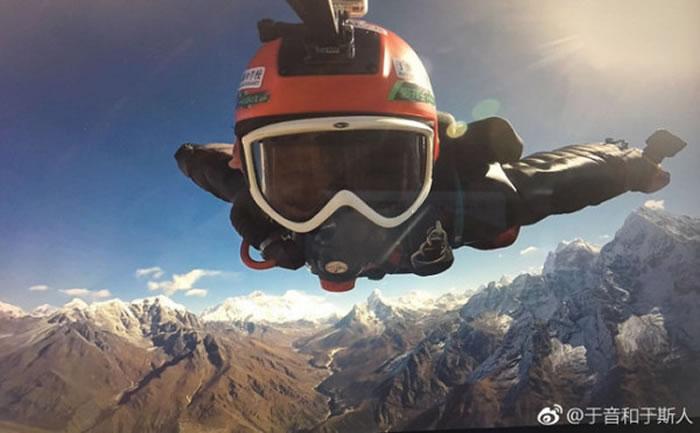 吉林省长春市女子于音成为第一位穿飞鼠装飞越喜马拉雅山的中国人