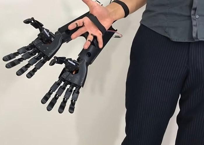 """只要双手都装上""""双机械臂"""",就能真正实现出""""六臂人类""""。"""