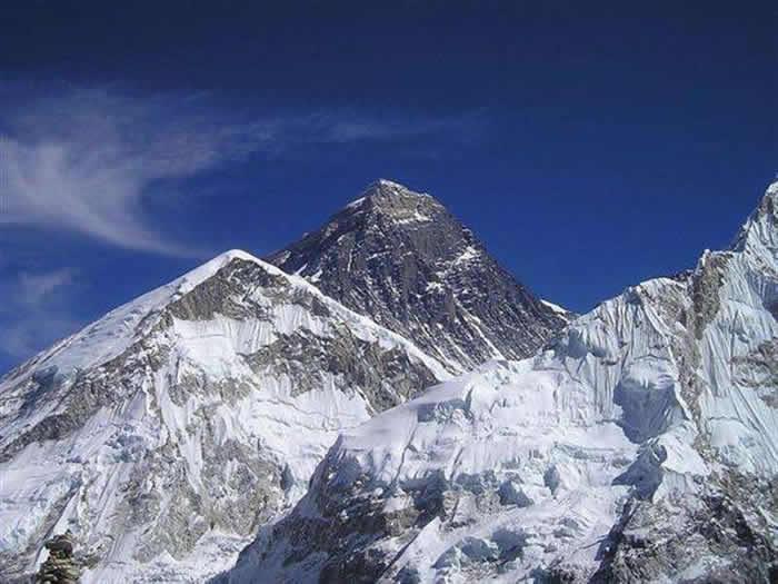 世界第一高峰珠穆朗玛峰。