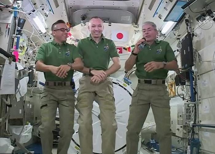 (左起)阿卡巴、布雷斯尼克、范德海讲述自己在美国渡过的感恩节。