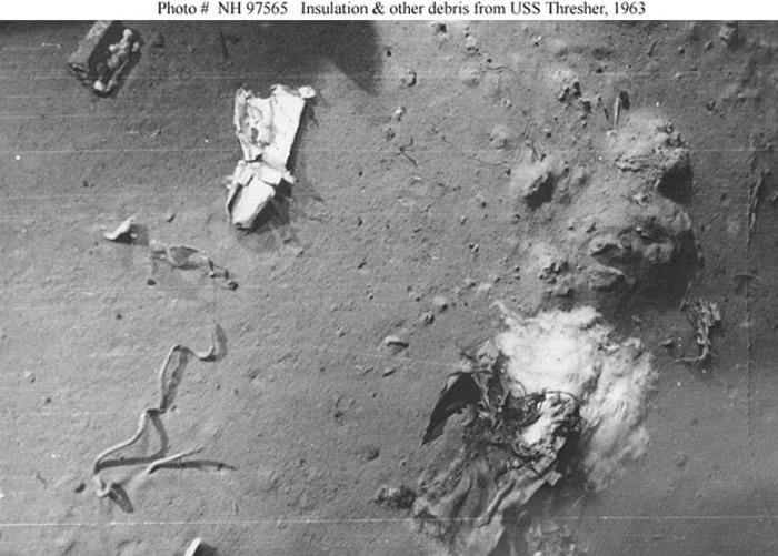 长尾鲨号深潜测试期间解体,图为部分残骸。