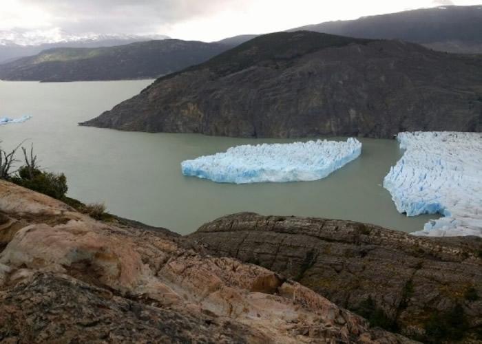 智利百内国家公园内的格雷冰川断裂