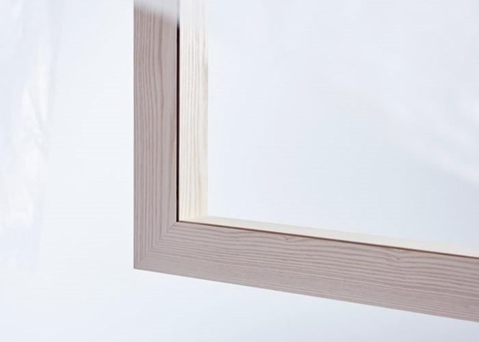 装置外表像挂上窗帘的木窗,但内藏小风扇。