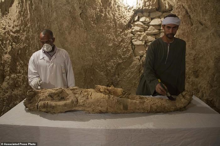 """埃及古墓发现3500年前木乃伊 身分疑是""""新王国""""高级官员"""