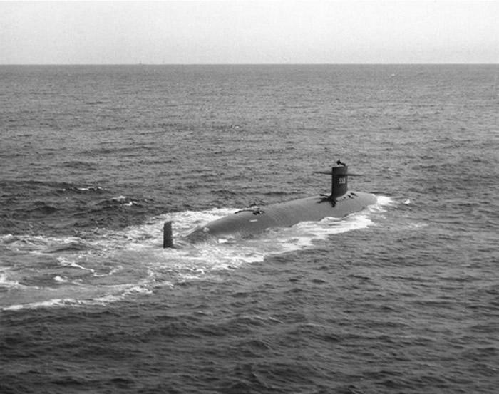 """1963年冷战期间美国海军核动力潜艇""""长尾鲨号""""在海盗海沟失事 129名士兵死亡"""