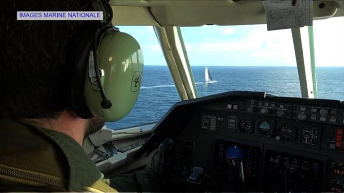 法国海军的飞机在高空监察。