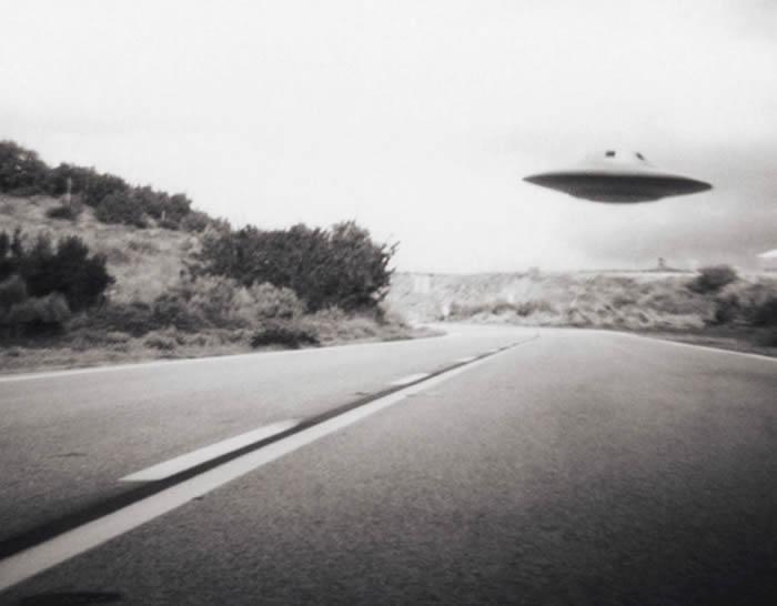 """美军""""先进航天威胁识别计划""""计划前负责人Luis Elizondo:外星人到访地球真有其事"""