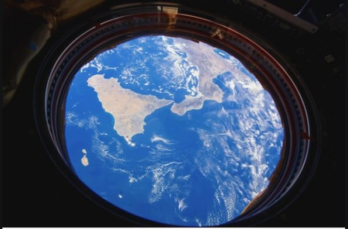 NASA公布第9名的照片,太空站窗外的意大利。