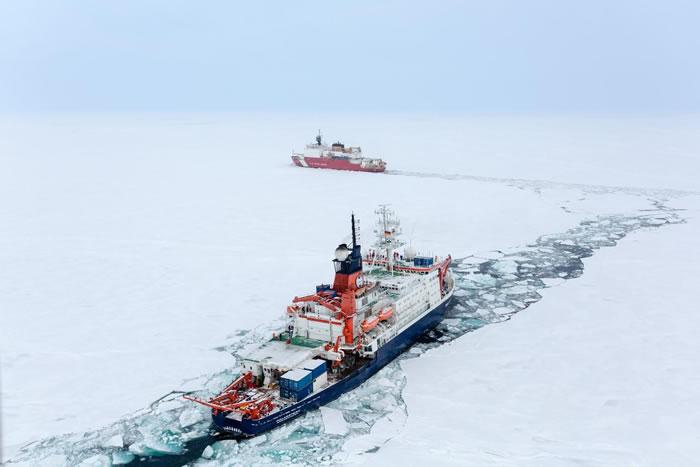 2015年9月7日,主持美国 GEOTRACES考察的USCGC Healy和主持德国GEOTRACES考察的RIB Polarstern相会于北极。2015年