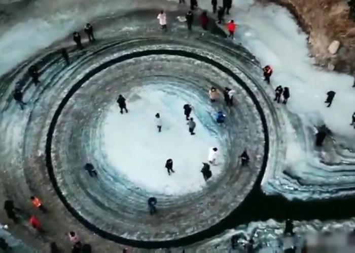 """外星人飞碟降落的地方?辽宁省法库县辽河出现自转的""""冰圈"""""""