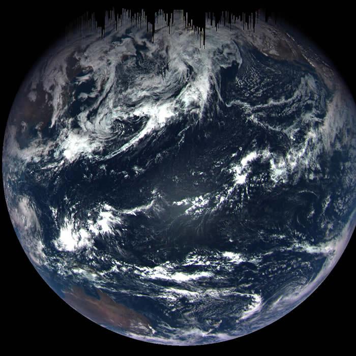 照片放大可看见部分澳洲地区和美国西南岸。