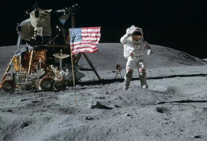 约翰·扬执行登月任务,并成为了第9个踏足月球的人
