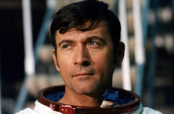 约翰·扬曾指挥阿波罗16号