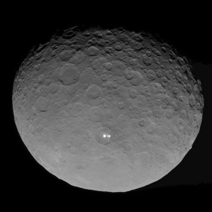 曙光号拍摄的谷神星。影像来源:NASA