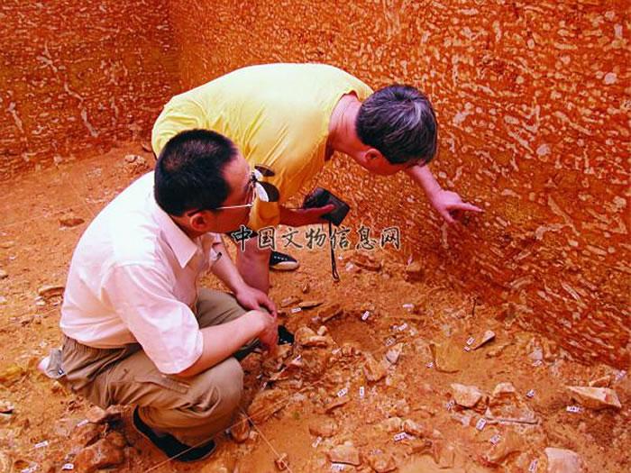 2005年6月张森水先生与徐新民在安吉上马坎遗址