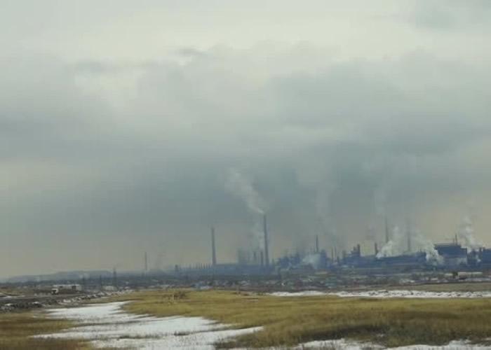 有指黑雪或与座落于附近的全国最大冶金厂有关。