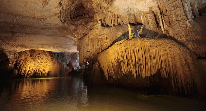 墨西哥金塔纳罗奥州发现世界最大水下洞穴 长