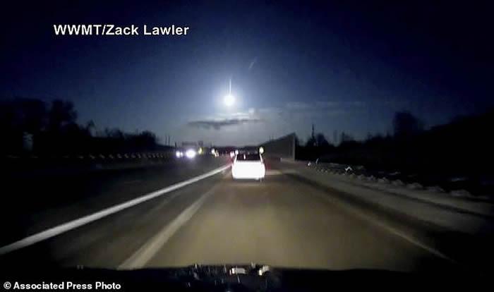 美国密歇根州天空出现明亮闪光体 或是陨落的流星