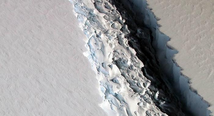 美国NASA科学家称发现地球有史以来最大型冰山 重量达到万亿吨