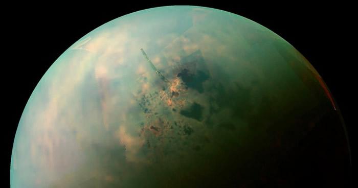 土卫六(图)跟地球在多个方面十分相似。
