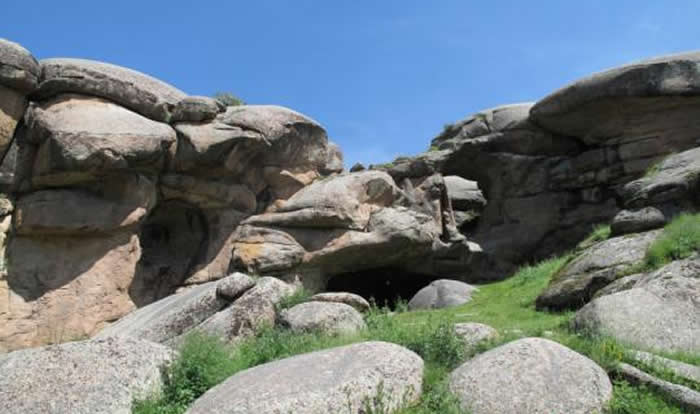 新疆第一个旧石器时代洞穴遗址——通天洞遗址今年将继续发掘 预计有重大突破