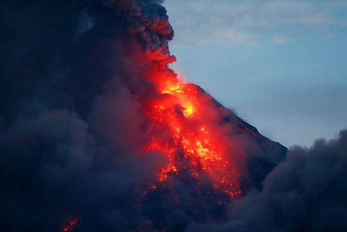 马荣火山警告火山即将大爆发。