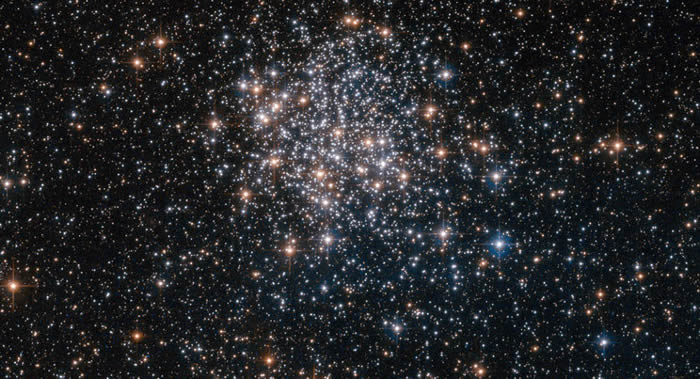 美国国家航空航天局发布船帆座独一无二NGC 3201星团的照片