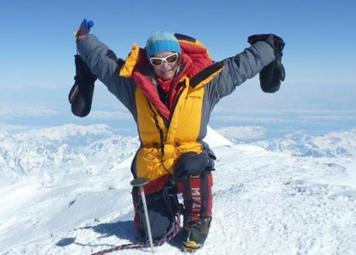 莎拉成为全球首名女性,征服各洲的最高山峰及火山。