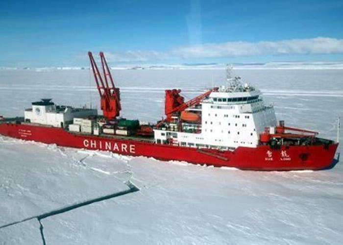 考察队利用雪龙号在南极进行调查测量工作。(资料图片)