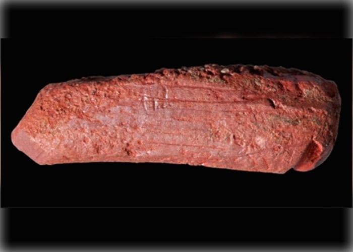 英国古代湖泊遗址发现1万年历史赭石颜色笔