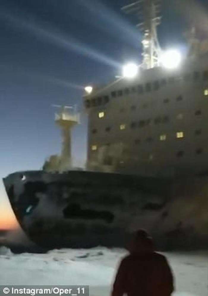 场面震撼:巨型俄罗