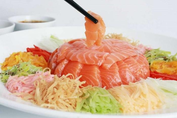 新加坡男子怀疑吃下三文鱼刺生后排出2.8米绦虫