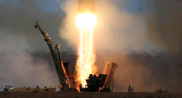 """""""联盟2.1A""""火箭携带2颗""""老人星-V""""遥感卫星及9颗外国小卫星从东方航天发射场起飞"""