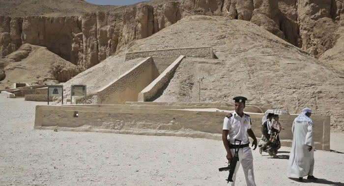 意大利科学家再次对埃及图坦卡蒙墓进行研究以期发现奈费尔提蒂王后墓地