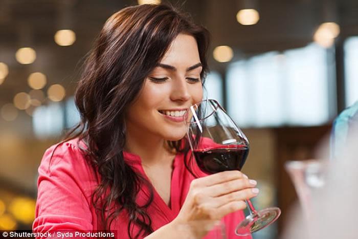 美国罗彻斯特大学研究:葡萄酒降阿兹海默症风险 有效清除大脑废物