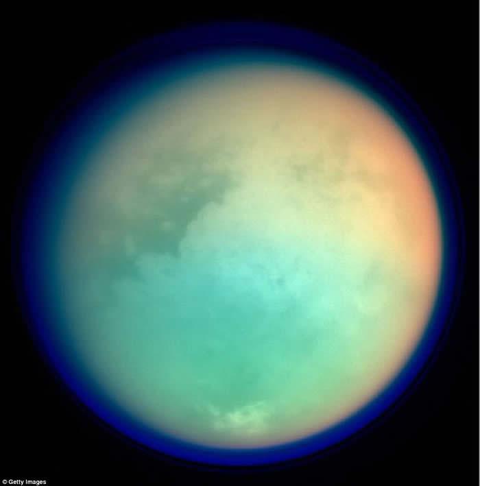 """NASA公布照片指土卫六大气由甲烷和氮气组成 还有对生命起源十分重要的""""丙烯氰"""""""