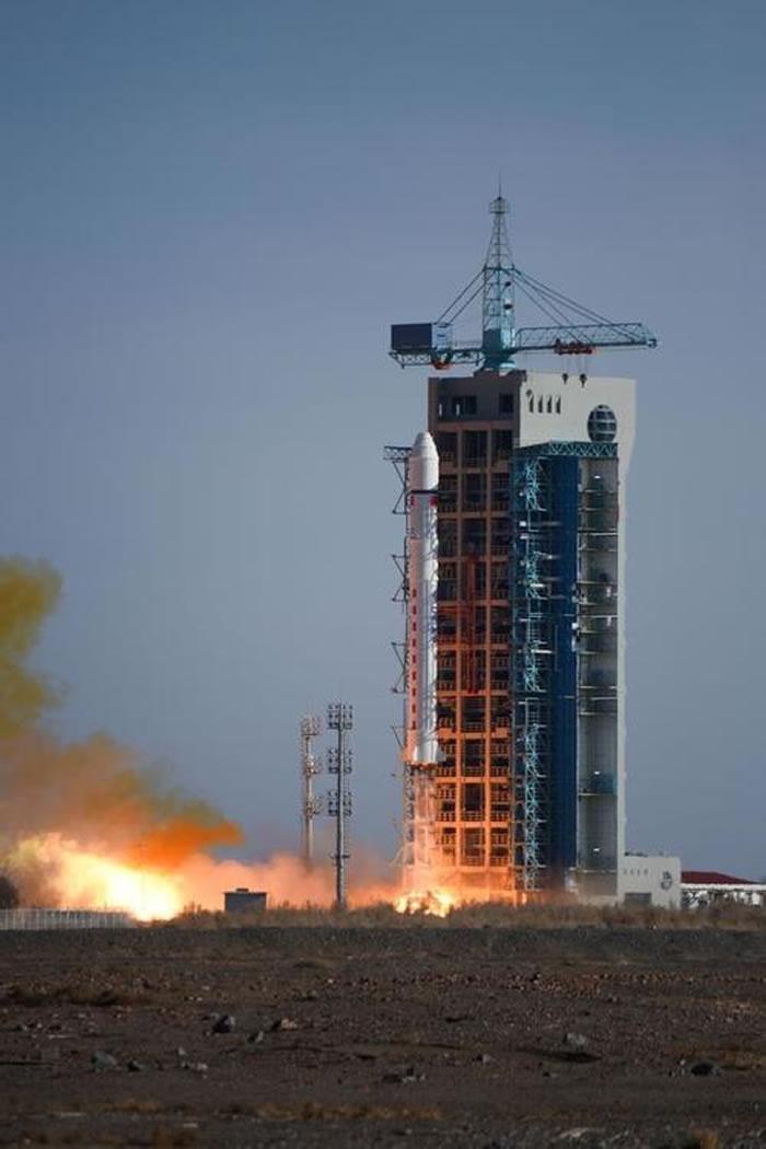 """中国第一颗私人卫星""""风马牛一号""""发射升空 属于地产商人冯仑"""