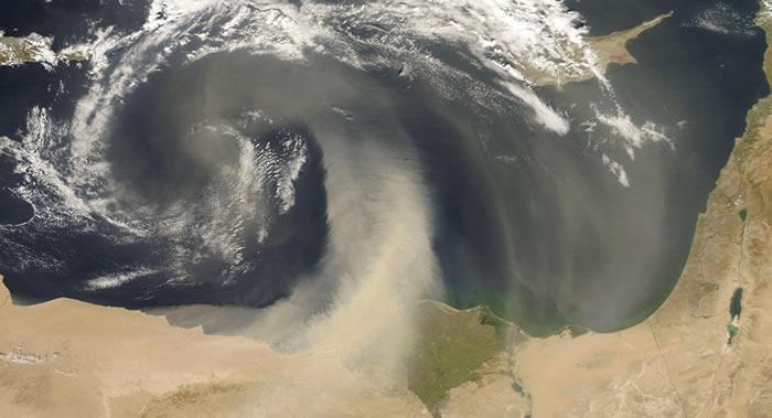 """研究实地球大气层中流动着大量病毒 每天都会""""落在""""人类身上"""