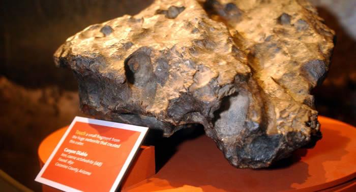 5万年前坠落到美国亚利桑那州的一块陨石以23.75万美元售出