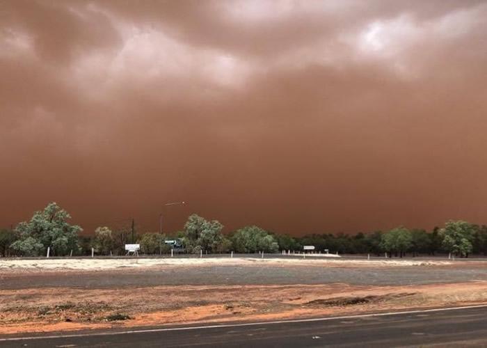 沙尘暴袭澳洲内陆城镇 扬暗红色尘土遮天蔽日