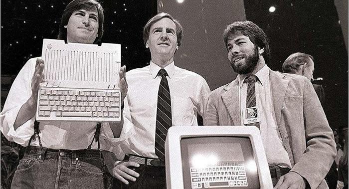 苹果公司创始人史蒂夫•乔布斯18岁时写的求职申请将在美国以5万美元起拍卖