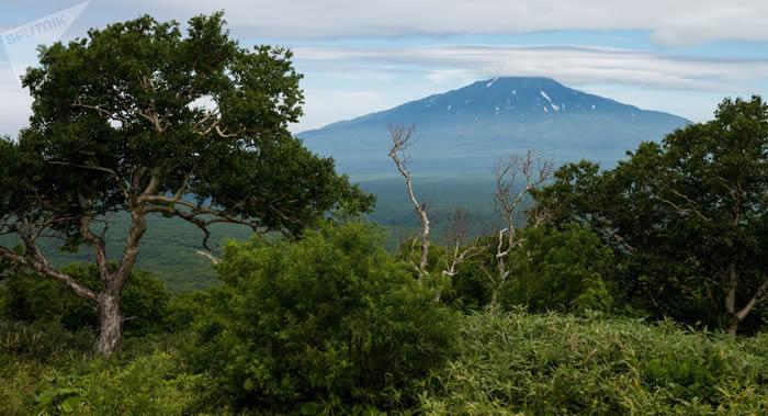 俄罗斯北千岛群岛的埃别科火山喷发