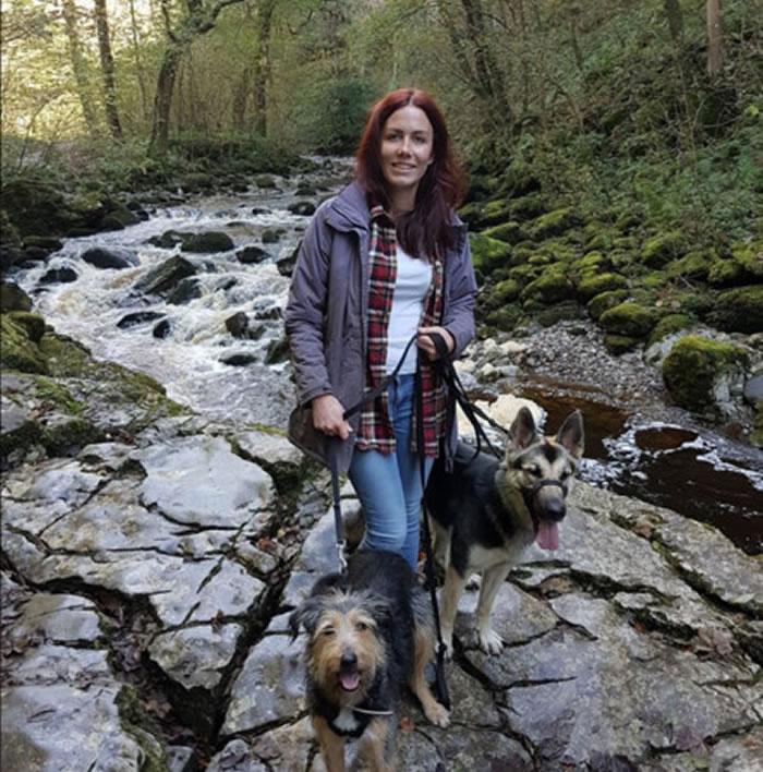 27岁饲主柯莱特(Colette Kilroy)带2只狗外出时,狗狗不小心走失。