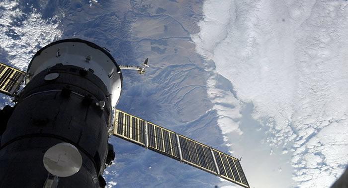 俄罗斯和美国宇航员离开国际空间站返回地球