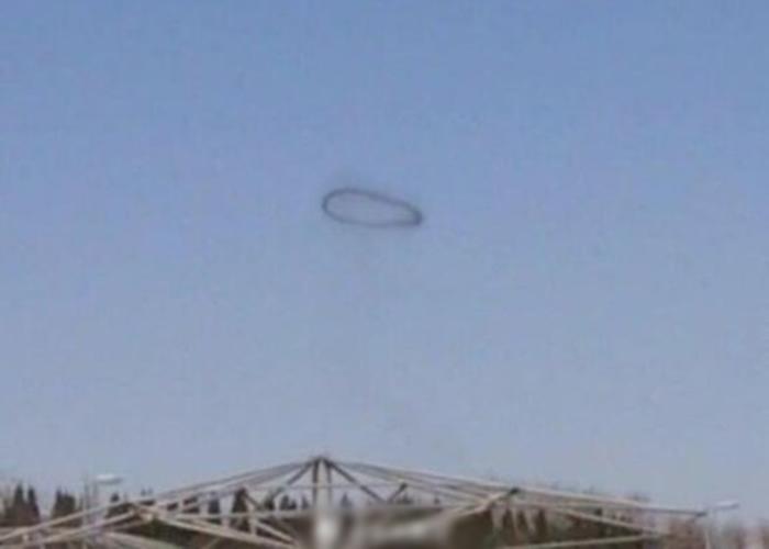 大连金石滩上空亦曾出现类似的景象。