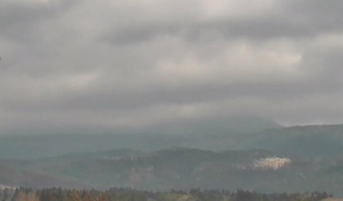 日本九州鹿儿岛县活火山新燃岳喷发 气象厅吁